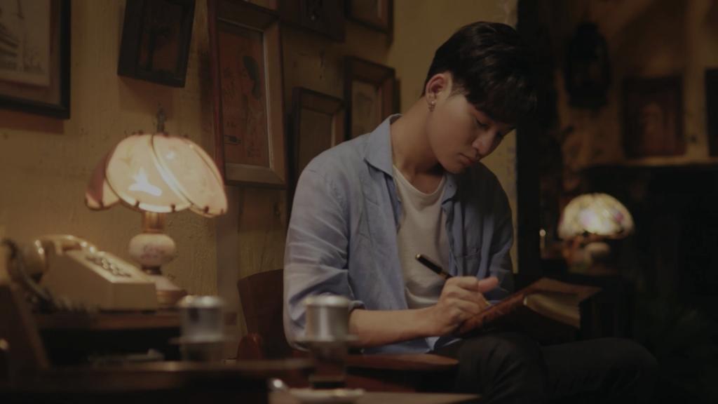 Ali Hoàng Dương viết thư tay gửi cha trong MV nhạc phim 'Bố già'