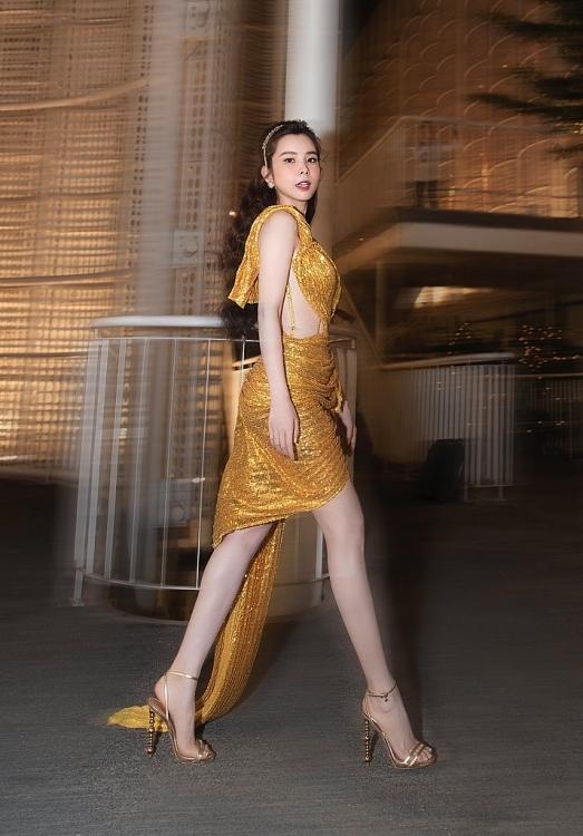 Huỳnh Vy, Trà Ngọc Hằng, Dương Yến Nhung đọ chân dài