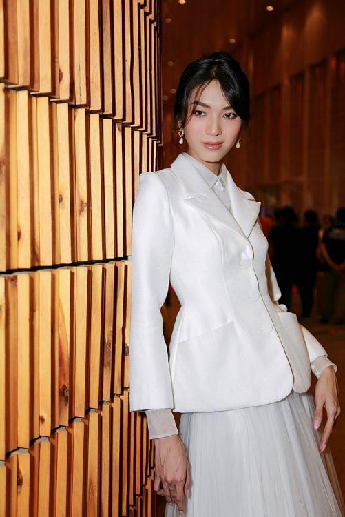 Minh Tú hóa thân thành Angelina Jolie, hội ngộ dàn mỹ nhân chuyển giới