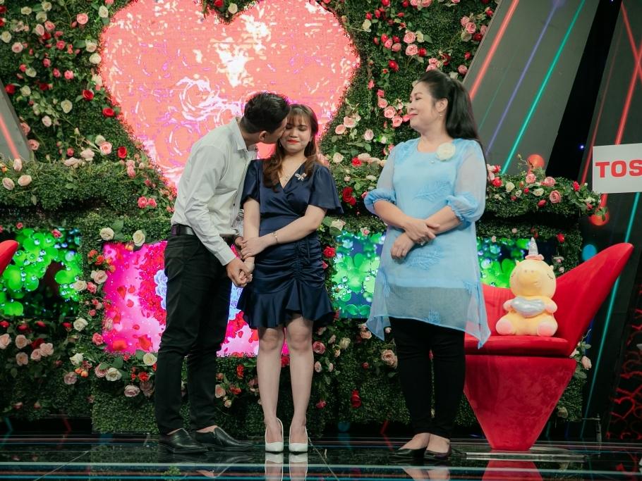 'Bạn muốn hẹn hò?': Hồng Vân - Quyền Linh nhiệt tình mai mối cặp đôi nam thanh nữ tú