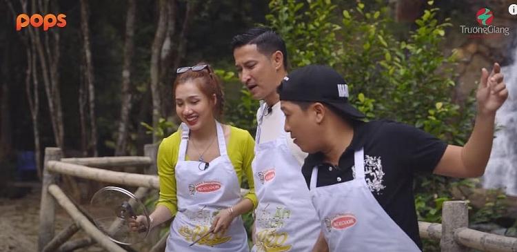'Muốn ăn phải lăn vào bếp': Những phụ bếp bất đắc dĩ của Trường Giang tạo ra loạt món ăn siêu phẩm