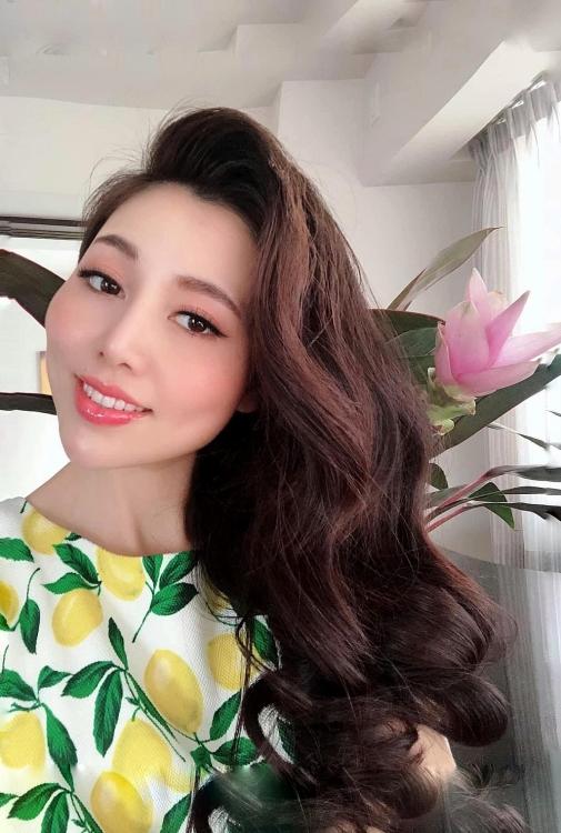 Á hậu Nishikawa Phạm Hương từng trầm cảm sau sinh