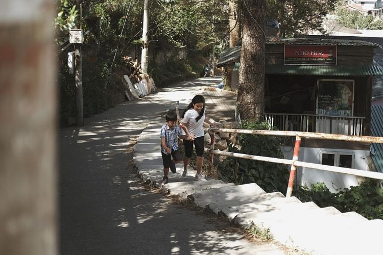 Ca sĩ nhí Quỳnh Lê ra MV Tết 2021 'Có chị đây'
