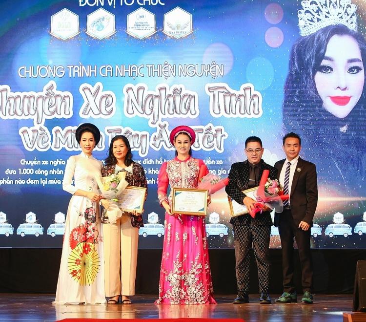 Chương trình 'Chuyến xe nghĩa tình - Về quê ăn Tết' của NSƯT Trịnh Kim Chi thu về gần 400 triệu
