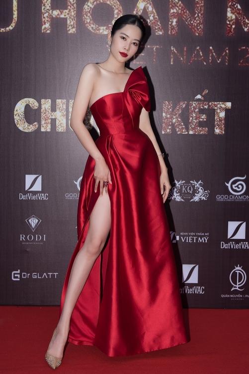 Nam Em - Nam Anh, Trà Ngọc Hằng... xúng xính váy đầm ủng hộ đội Minh Tú