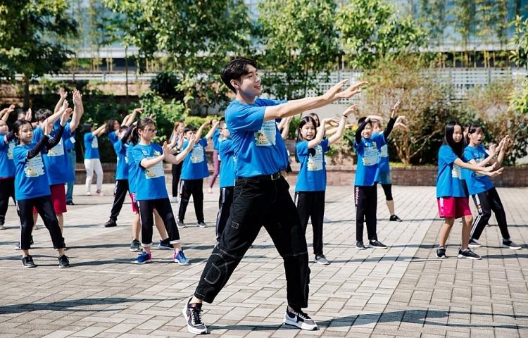 Quang Đăng bội thu giải thưởng, liên tục đồng hành cùng các nghệ sĩ lớn