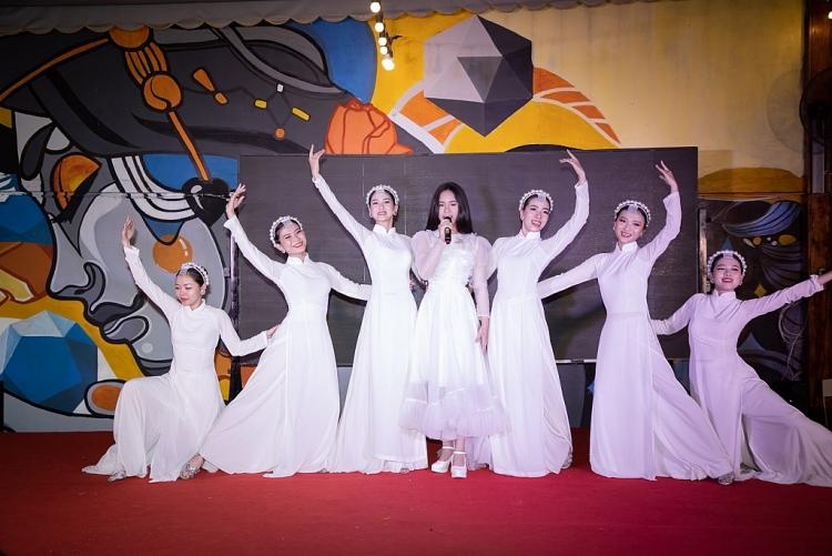 Đêm nhạc 'Yêu thương cho đi' mang quà Tết đến cho các em bé vùng cao Gia Lai