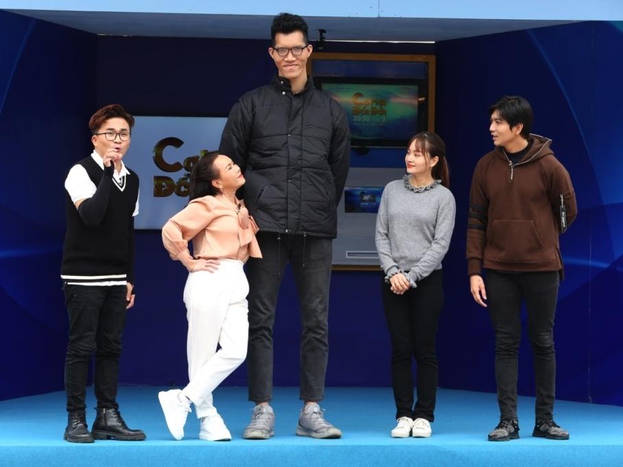 Việt Hương lăn xả hết mình để ghi hình 'Cơ hội đổi đời'