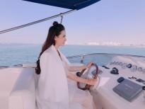 Phan Thị Mơ tự lái du thuyền tham quan Dubai