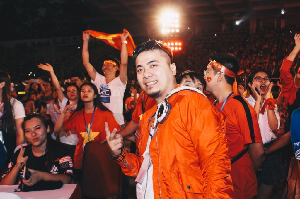 dj wang tran duoc fan vay kin trong su kien chao don u23 viet nam