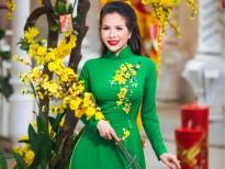 Hoa hậu Lê Thanh Thúy dịu dàng dạo phố đầu năm