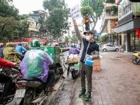 Ca sĩ Khắc Việt tặng khẩu trang cho người dân ở Hà Nội, Yên Bái và Tp. Hồ Chí Minh