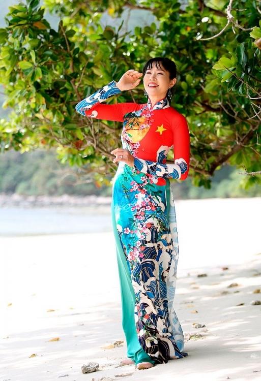 NTK Việt Hùng mang BST 'Mùa xuân biển đảo' lên đất thiêng Côn Đảo