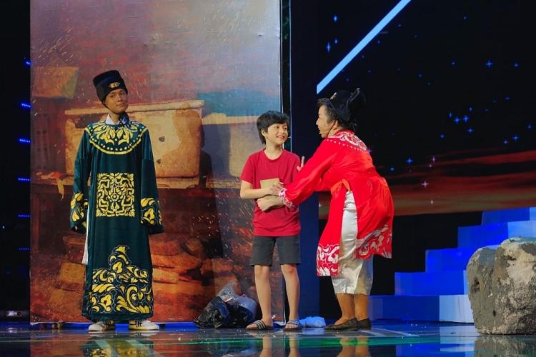 Minh Nhí liên tục rơi nước mắt tại 'Cười xuyên Việt 2020'