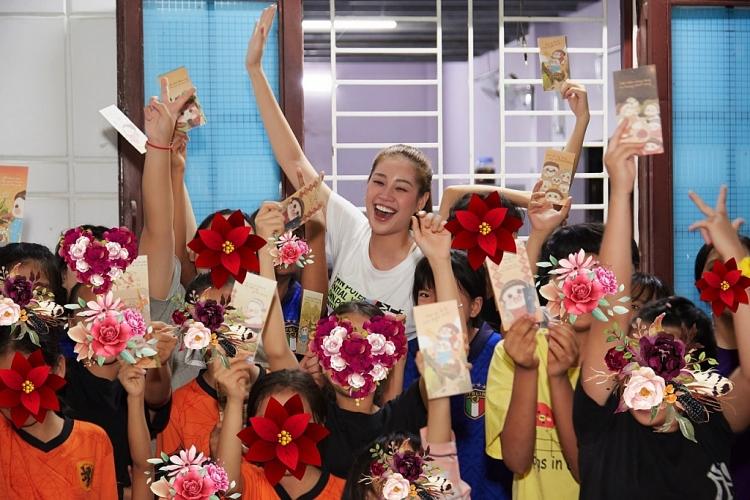 Hoa hậu Khánh Vân thăm ngôi nhà OBV những ngày cận Tết