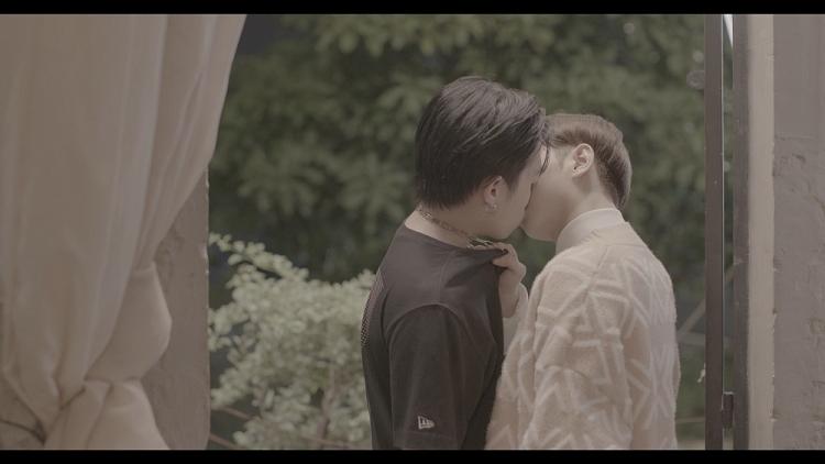 'Em là chàng trai của anh': Cody và Đỗ Hoàng Dương lộ clip lên mạng, chưa kịp thành đôi đã vướng scandal?