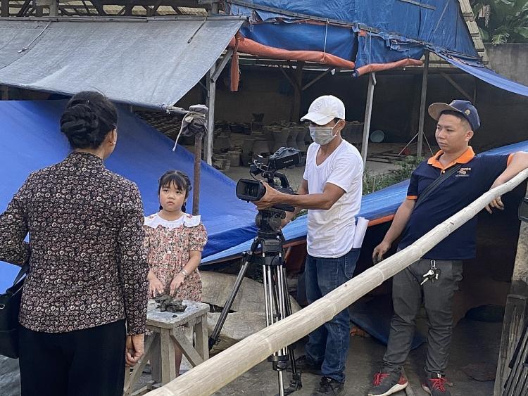 'Bánh đúc có xương': Đoàn Thanh Tài chọn Vivian Trần hay Cao Mỹ Kim?