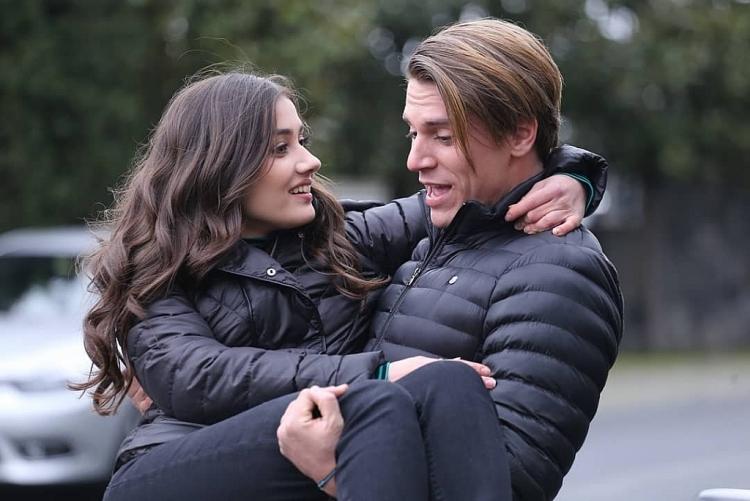 Đọ sắc dàn 'bạn trai màn ảnh' của Zeynep - nữ chính phim 'Trái cấm'
