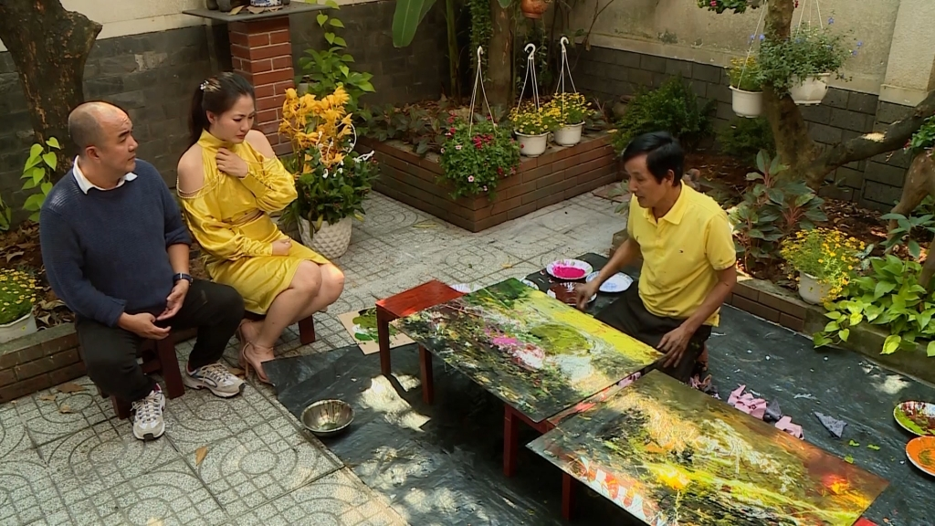 Ngọc Lan, Quốc Thuận 'khóc ngất' khi gặp chàng họa sĩ Việt vẽ tranh bằng ngón tay