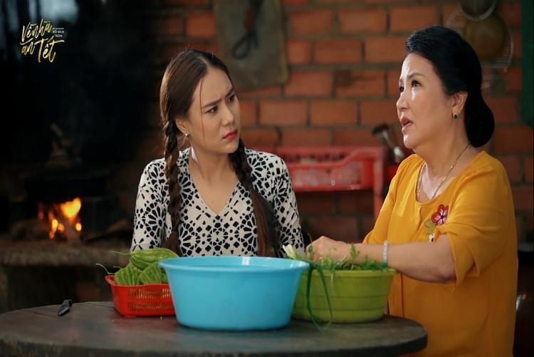 'Về nhà ăn Tết': Hồ Bích Trâm đánh ghen tại quán nước vì Quách Ngọc Tuyên cả gan 'trêu hoa, ghẹo nguyệt'