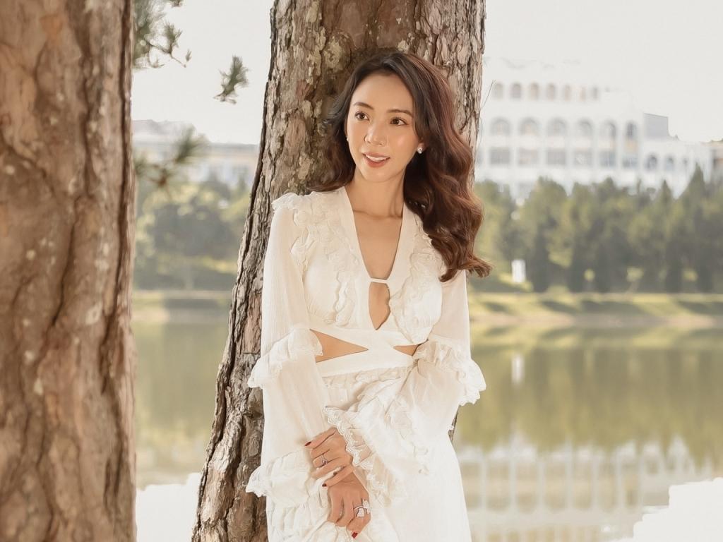 Lý do Thu Trang quyết định chỉ 'đứng sau' Tiến Luật?
