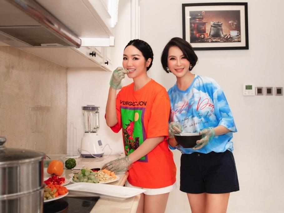 MC Thanh Mai tự cách ly 1 tháng mới gặp bạn bè sau 1 năm xa cách vì Covid