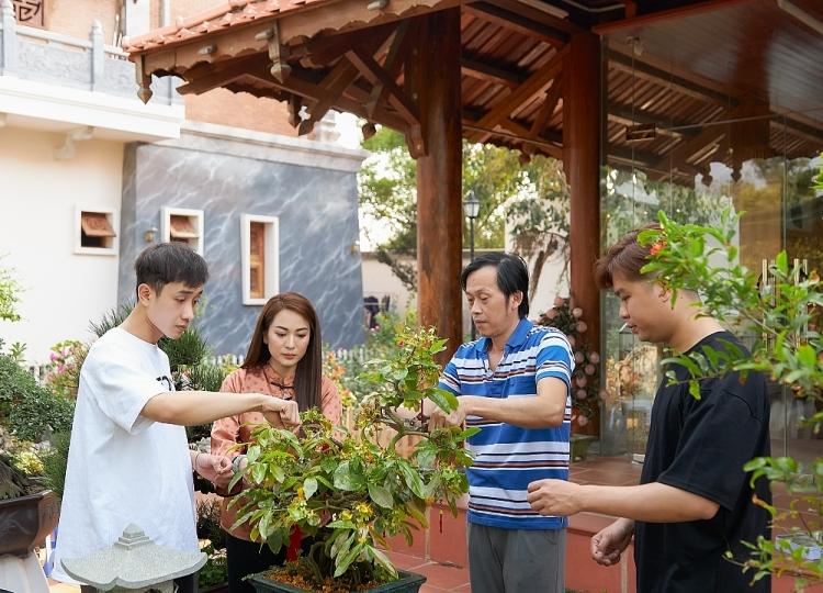 Ngắm Ánh Linh giản dị bên ba nuôi Hoài Linh
