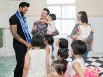 Hoa hậu Hải Dương cùng siêu mẫu Minh Trung, Võ Cảnh chơi đùa cùng các em nhỏ mồ côi