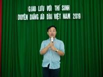 dien trang phuc cua ntk viet hung huat thai phuong thuy rang ro trong dem dang quang duyen dang ao dai viet nam