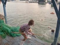 Lan Ngọc dùng vợt cá cứu Bình An suýt chết đuối