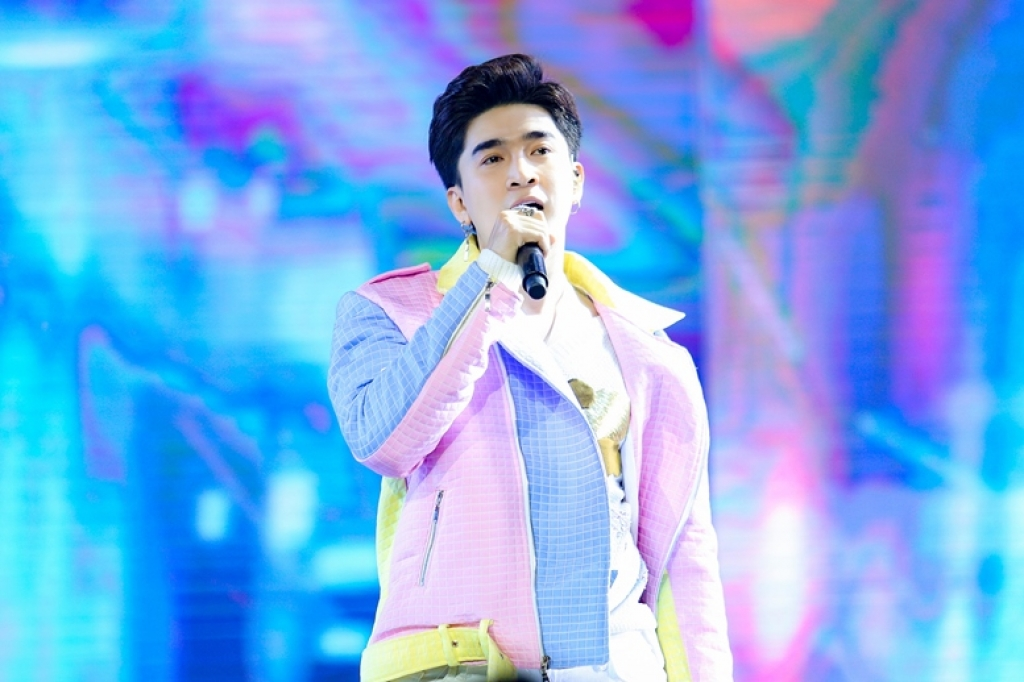 dung chung san khau voi super junior chi dan van khong he kem canh