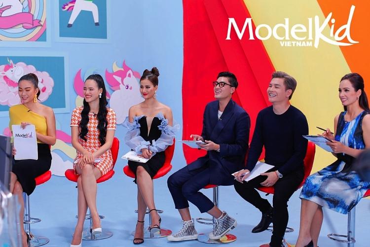 dan mentor model kid vietnam ta hoa voi vi khach khong moi ma den