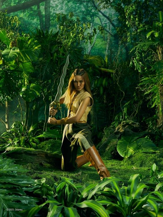 Ngắm Hoa hậu H'Hen Niê thần thái huyền bí hóa 'công chúa núi rừng'