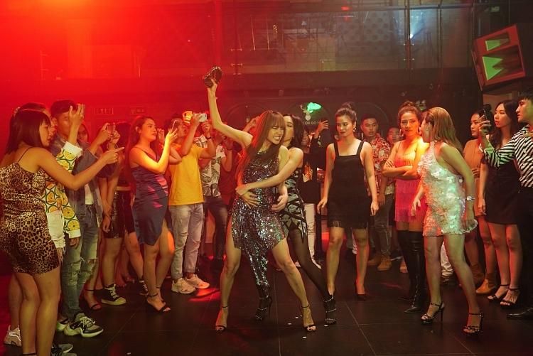'Bẫy ngọt ngào': Khi đạo diễn của hàng loạt MV ăn khách bước sang cuộc chơi với điện ảnh