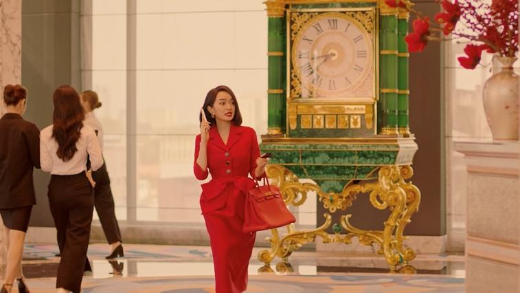 Cuộc sống siêu sang chảnh của Kaity Nguyễn trong 'Gái già lắm chiêu V'