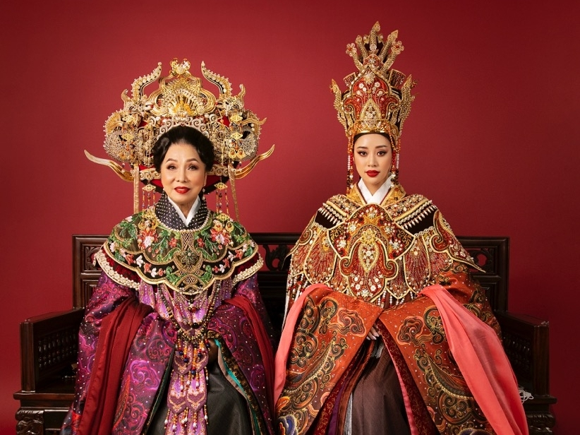 Hoa hậu Khánh Vân và NSND Bạch Tuyết lộng lẫy với hình ảnh Thái hậu Dương Vân Nga