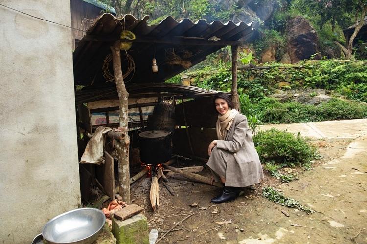 Ngắm hai người đẹp không tuổi Giáng My, Thanh Mai giữa núi rừng Pù Luông