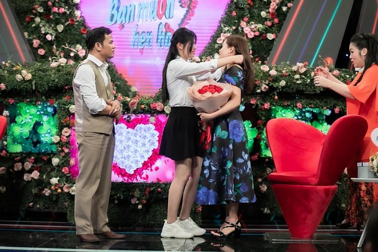 'Bạn muốn hẹn hò?': NSND Hồng Vân 'choáng' vì bố đơn thân tặng quà giá trị cho bạn gái