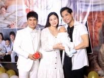 Lương Gia Huy khoe con trai đầy tháng và vợ trẻ kém 18 tuổi