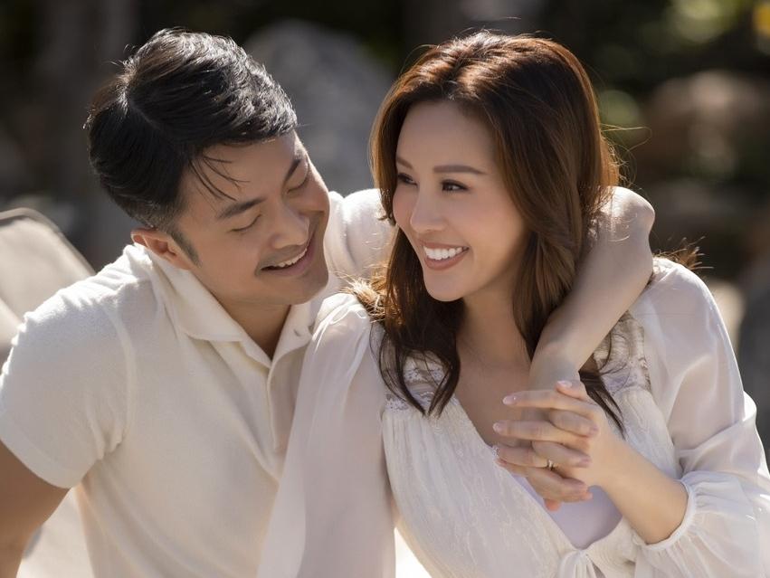 Hoa hậu Thu Hoài tình tứ cùng vị hôn phu Việt kiều kém 10 tuổi khiến nhiều người ghen tỵ