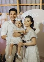 Quang Tuấn - Linh Phi khoe con gái tròn 1 tuổi với loạt khoảnh khắc dễ thương hết nấc
