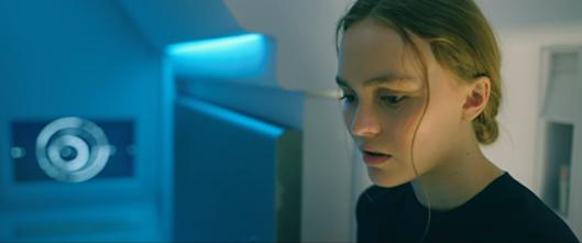 'Bản năng hoang dại': Con gái Johnny Depp hóa Gen-Z, hôn Tye Sheridan 'cực gắt'