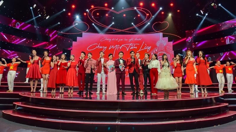 Hàng trăm nghệ sĩ nổi tiếng ủng hộ chương trình 'Chung một tấm lòng' của HTV