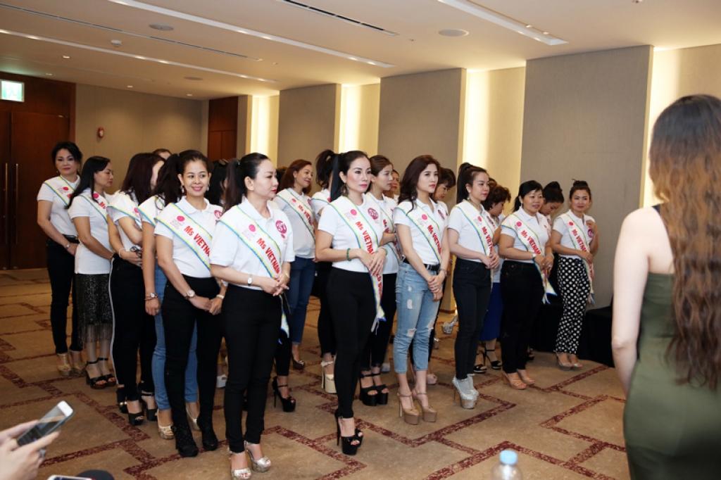 a hau to uyen huan luyen thi sinh hoa hau doanh nhan the gioi nguoi viet 2017
