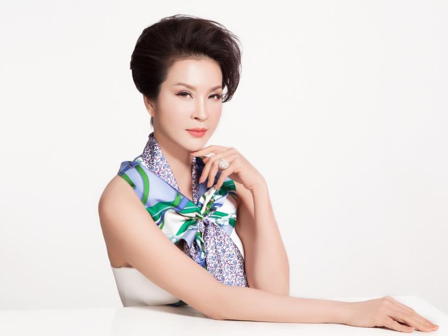 Thanh Mai bất chấp thời gian dưới 'bàn tay phù thủy' của chuyên gia makeup Dũng Phan