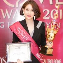 Hoa hậu Hải Dương rạng rỡ nhận giải 'Nhân vật của năm'