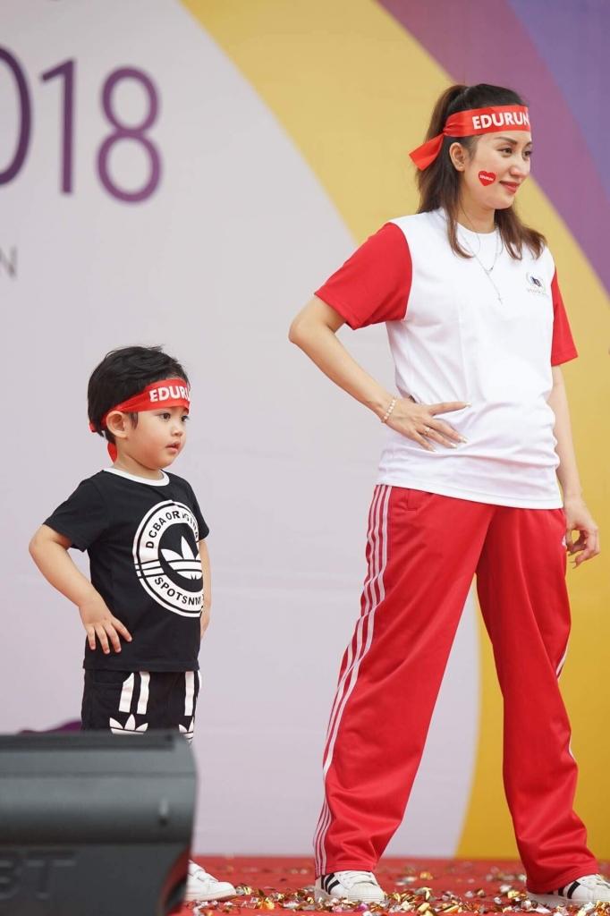 con trai khanh thi phan hien lam dai su chay vi cong dong