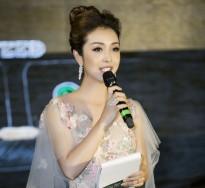 Hoa hậu Jennifer Phạm lộng lẫy khi làm MC