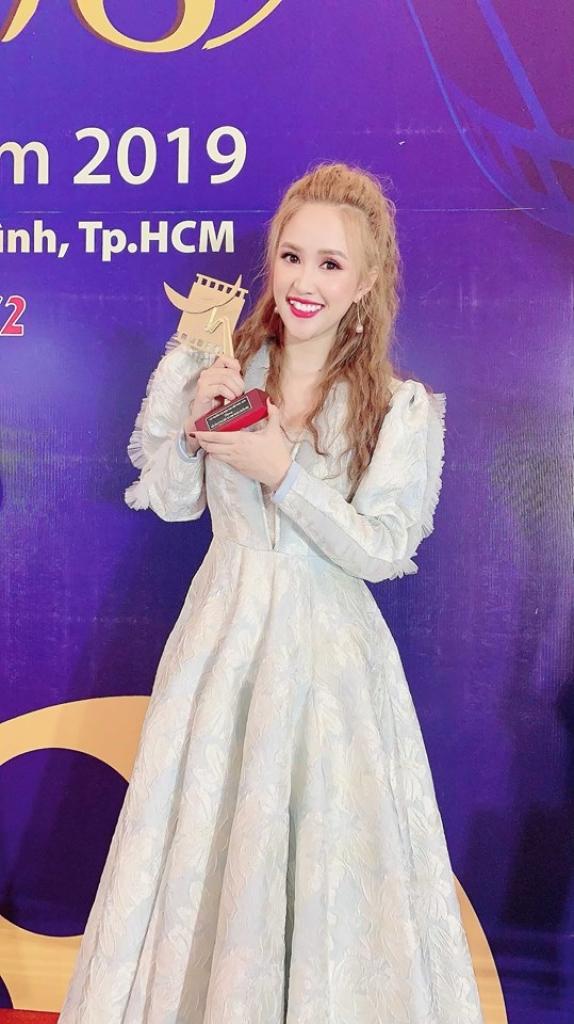 phuong hang mat ngu vi hanh phuc duoc vinh danh giai canh dieu vang 2018
