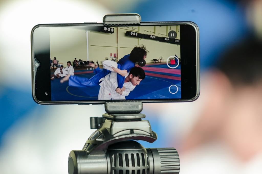 isaac cat luc tap vo judo de dong phim hanh dong